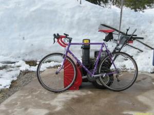 Snöskottning och cykel